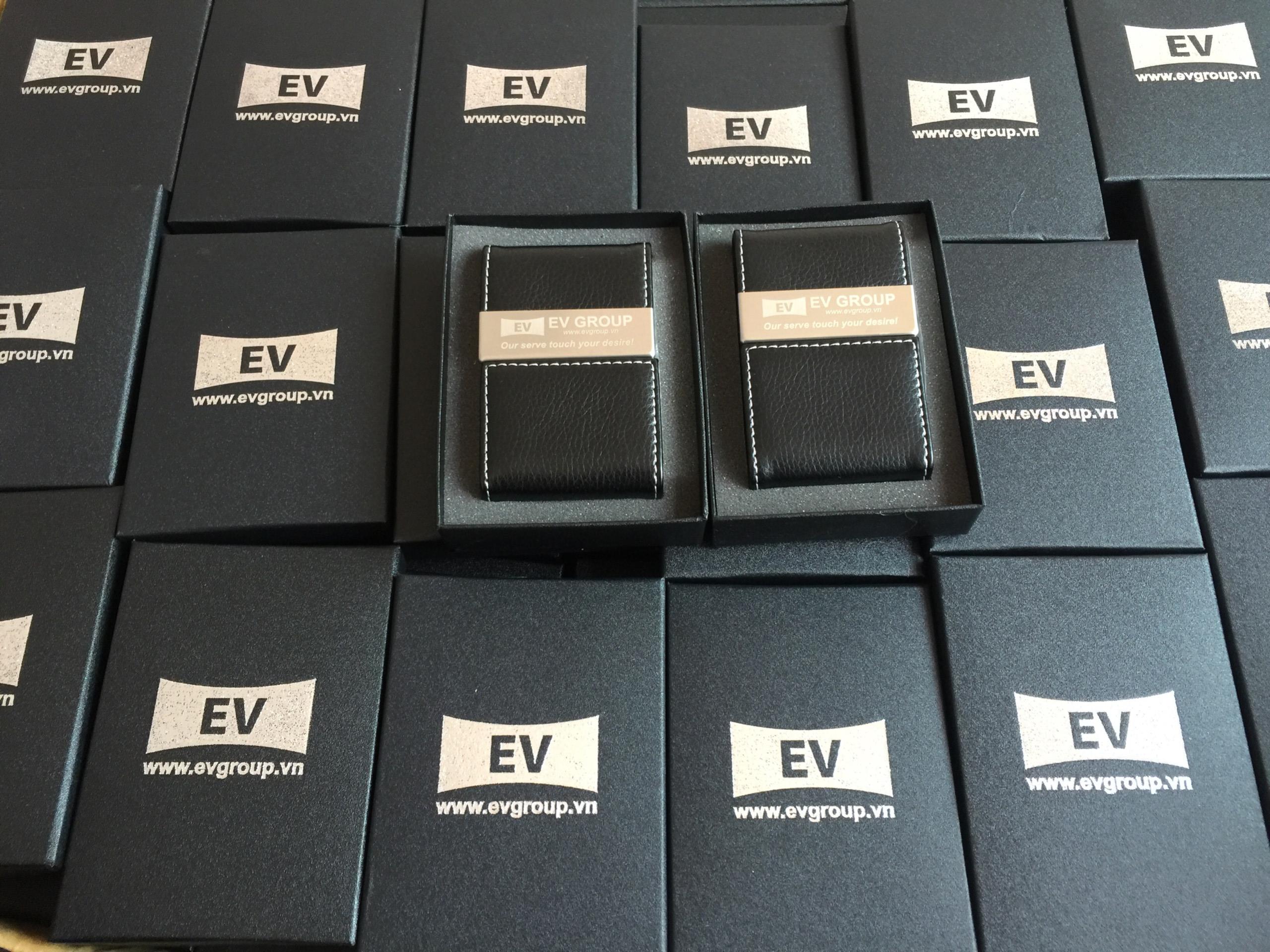 Ví đựng card visit NC07 được đóng trong hộp giấy in logo EV Group
